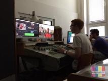 Připravujeme reportáže - dvě najednou! Petr Plachý u PC se Sony Vegas Pro a Filip Fryml u iMacu s Final Cut Pro X [foto: archiv TV Kolín]